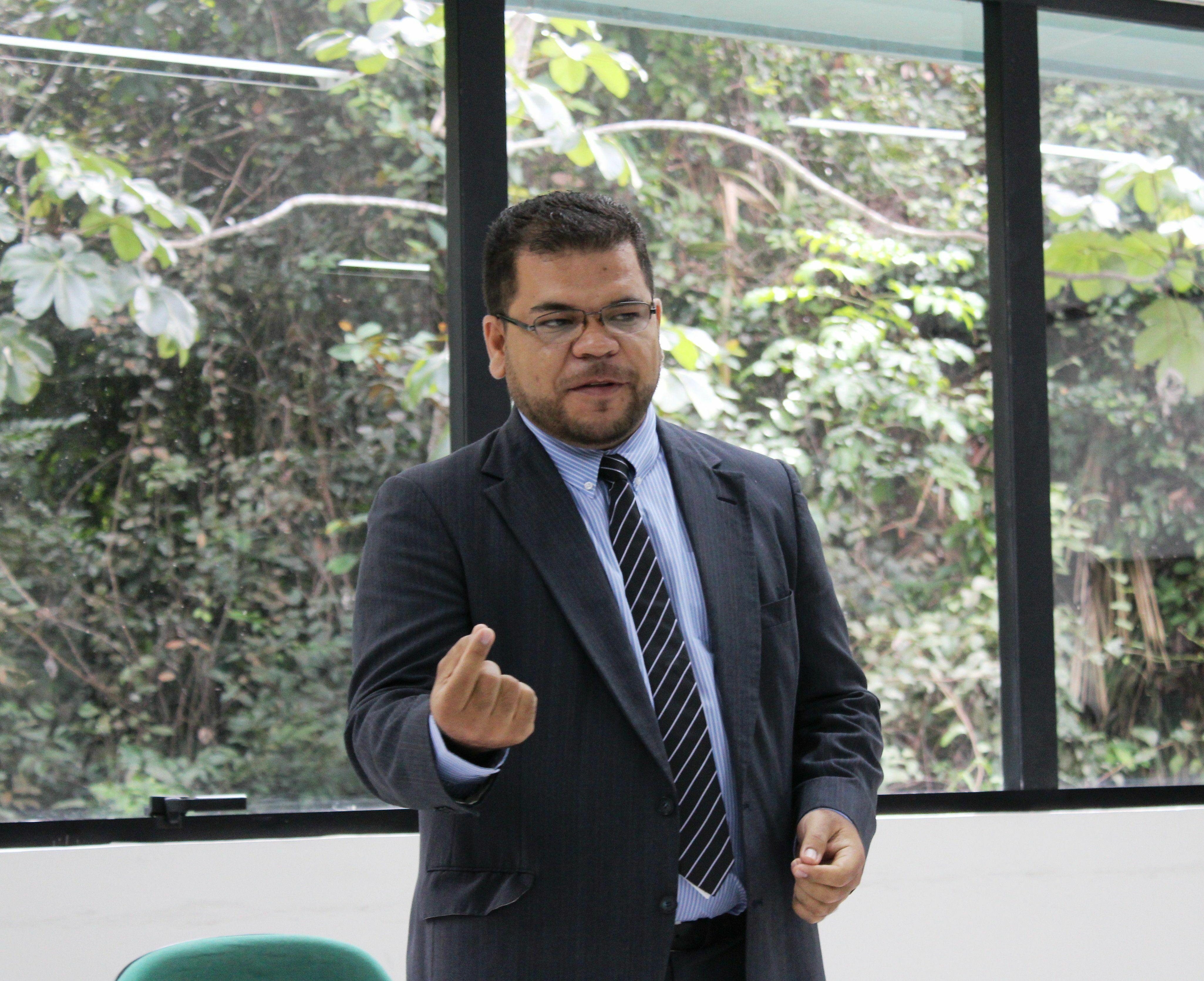 """Diretor do Instituto de Natureza e Cultura em Benjamin Constant, professor José Ribamar da Silva Nunes apresentou à Imprensa sua pesquisa """"Mapeamento de mutações genéticas do tambaqui"""""""
